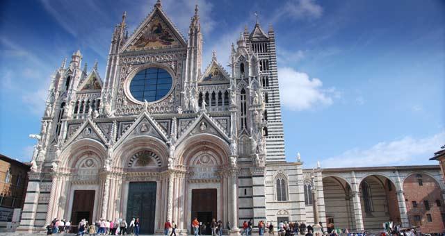 Auf dem Foto ist der Dom von Siena zu sehen